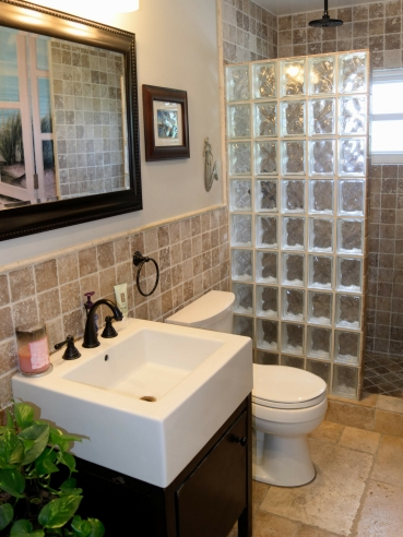 Guest bath with step in shower